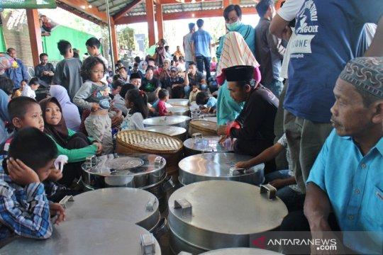 Masyarakat lereng Merapi ikuti sadranan sebagai ajang silaturahim