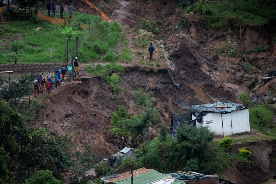 32 Orang tewas akibat banjir, tanah longsor di Afrika Selatan