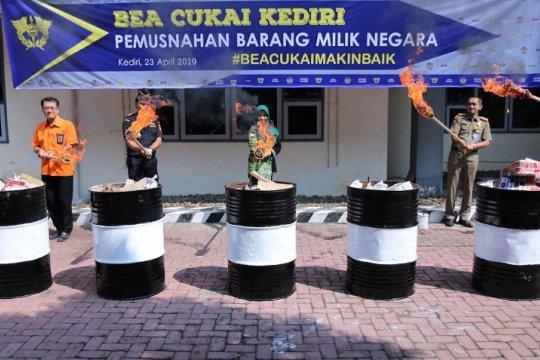 Bea Cukai Kediri musnahkan barang sitaan senilai Rp304 juta