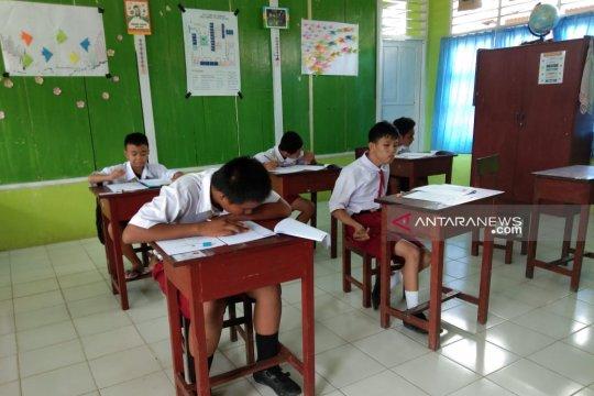 Wali Kota Sorong pantau pelaksanaan UNBK SMP dan SD