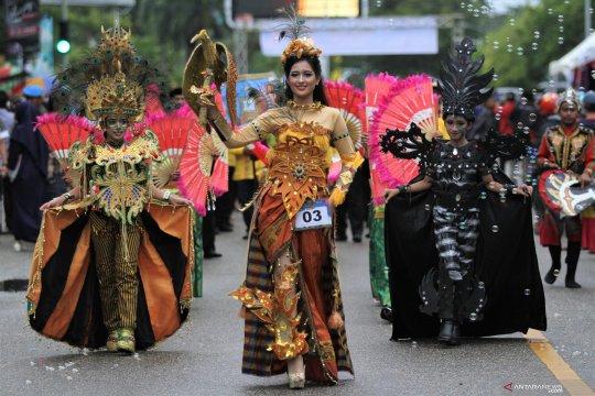 Festival tenun dan atraksi budaya Sulawesi Tenggara