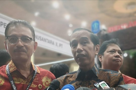 Jokowi belanja batik Jambi dan kain Betawi di Inacraft 2019