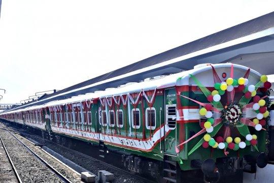 Kereta api buatan INKA beroperasi di jalur antarkota Bangladesh