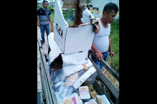 Ratusan kotak suara rusak akibat bangunan ambruk