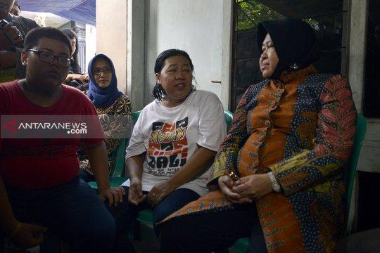 Risma kunjungi keluarga dua anggota KPPS meninggal di Surabaya