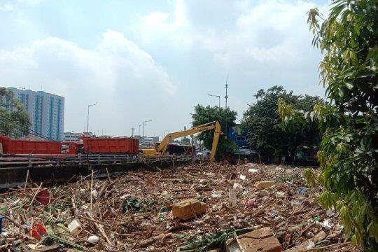 Warga Kampung Melayu di bantaran Ciliwung diimbau siaga