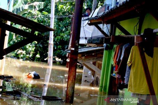 Bantuan disalurkan untuk korban banjir di Cililitan