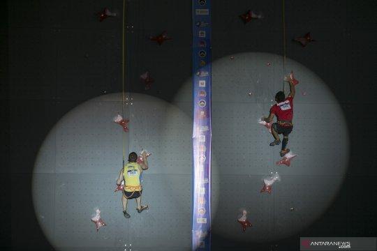 Alfian M. Fajri juara I Kejuaraan Dunia Panjat Tebing di Chongqing