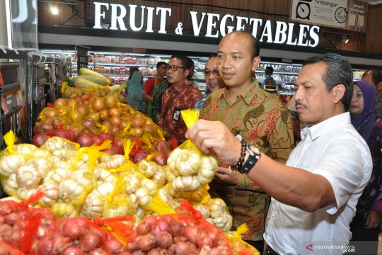 Sidak bahan pokok di Pasar Modern Medan