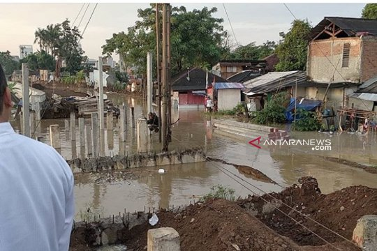 Banjir landa sejumlah wilayah Kota Tangerang akibat luapan Cisadane