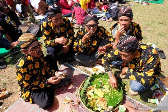 Tradisi Merti Bhumi Phala saat musim tanam tembakau