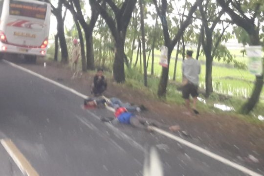 Dua pengendara motor tewas tertabrak Bus Mira di Ngawi
