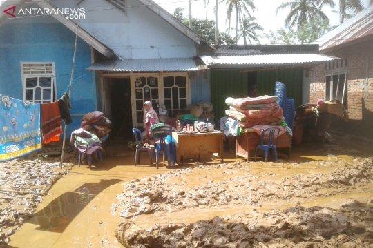 Korban banjir Kepahiang Bengkulu butuh air bersih dan bahan pangan