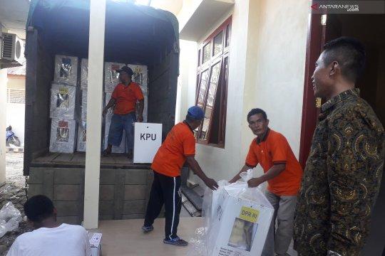 KPU Pasaman Barat baru terima tiga kecamatan selesai rekapitulasi