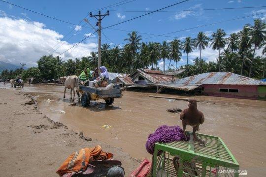 Evakuasi barang korban banjir bandang