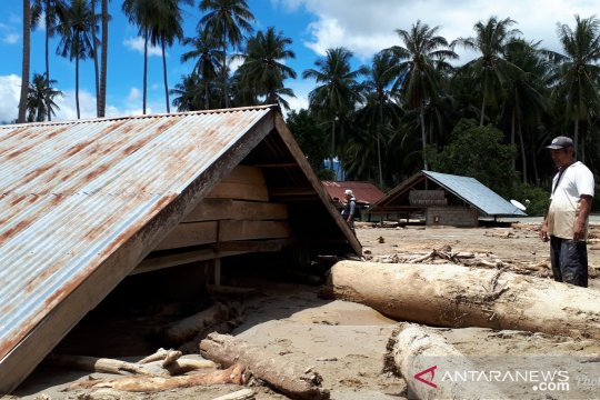 Banjir bandang Sigi, rumah warga terkubur lumpur hingga atap