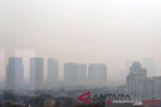 Anies ancam tutup pabrik yang keluarkan asap lebihi ambang batas