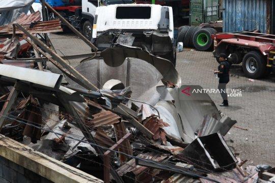 Polisi selidiki penyebab ledakan truk tanki di Surabaya