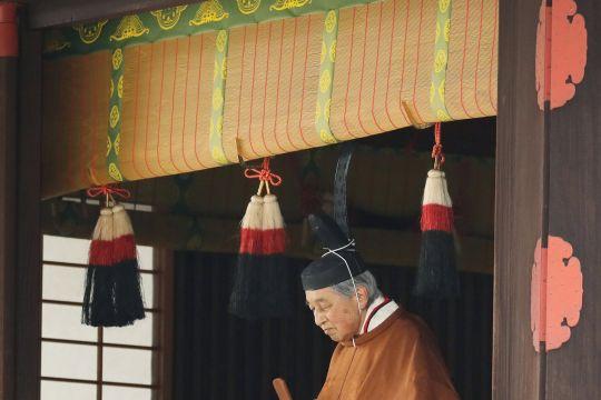 Kaisar Jepang Akihito turun tahta