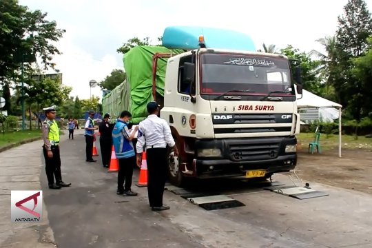 8 truk kelebihan beban diamankan petugas gabungan