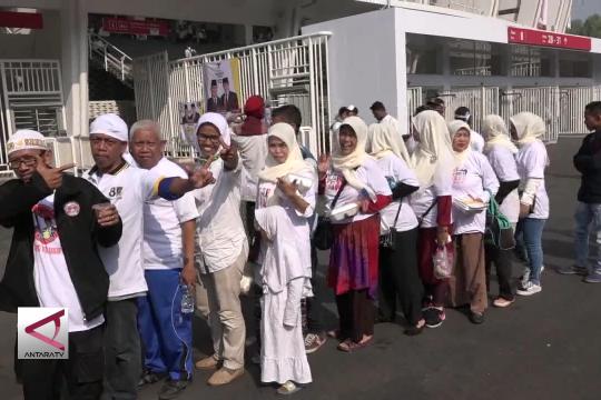 Simpatisan Prabowo Sandi berikan makanan gratis