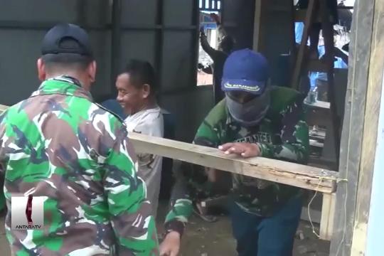 Prajurit TNI-AL bedah 14 rumah nelayan di Konawe