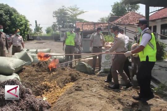 Pemusnahan 530 bahan asal hewan dari China