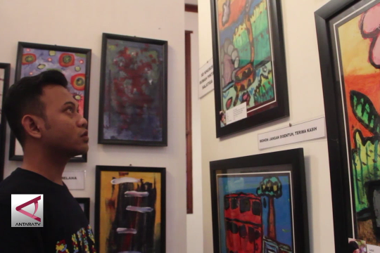Ratusan lukisan penyandang autisme dipamerkan