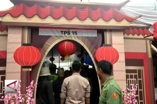 TPS berhiaskan etnis Tionghoa di gang Surabaya kota Sukabumi