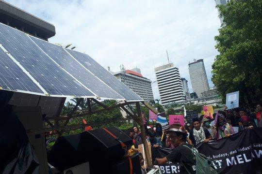 Sindikasi gunakan panel surya untuk dukung aksi Hari Buruh