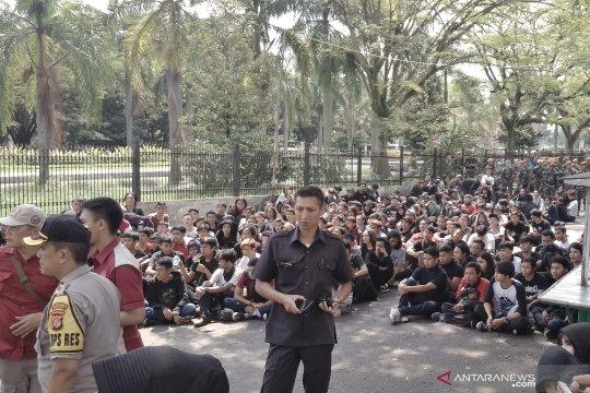 Ratusan orang tidak dikenal rusak fasilitas publik di Bandung