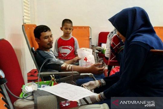 """Buruh se-Babel donor darah massal peringati """"May Day"""""""