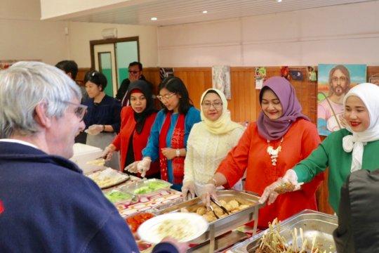 Tunawisma di Brussel makan siang ala Indonesia
