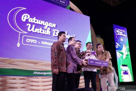 OVO, Tokopedia dan Grab peringati Hardiknas dengan berbagi