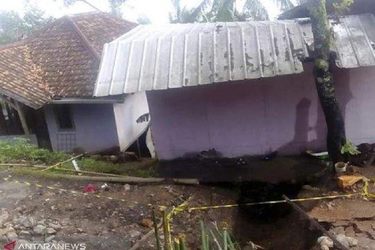 Relokasi warga korban pergeseran tanah tunggu kajian Badan Geologi