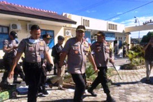 Kapolda Lampung tinjau Mapolres Lampung Selatan yang terbakar