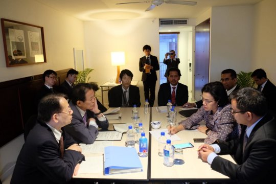 Sri Mulyani lakukan pertemuan bilateral dengan Menkeu Jepang