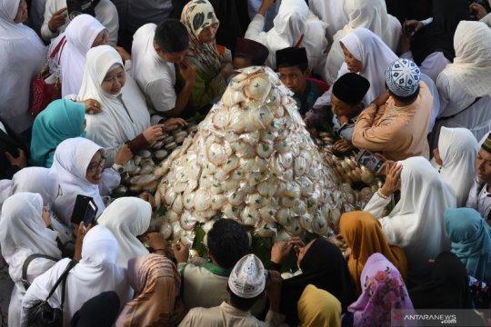 """""""Megengan Kubro"""" di Surabaya sajikan 21 ribu apem sambut ramadhan"""