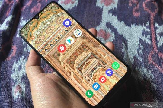 Samsung Galaxy A30, desain menarik dan awet seharian