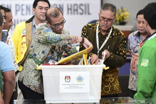 Rapat pleno rekapitulasi suara pemilu luar negeri