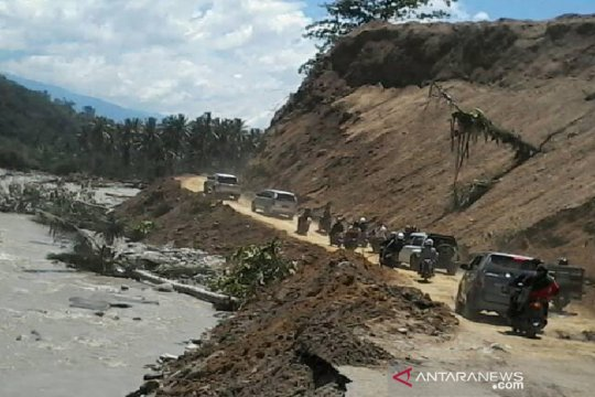 Jalur Palu-Kulawi putus akibat banjir sudah normal dilewati kendaraan