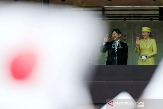 Kaisar Jepang Menyapa Rakyatnya