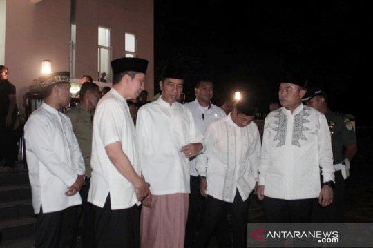 Jokowi hadiri tarawih perdana di Masjid Jenderal Besar Soedirman