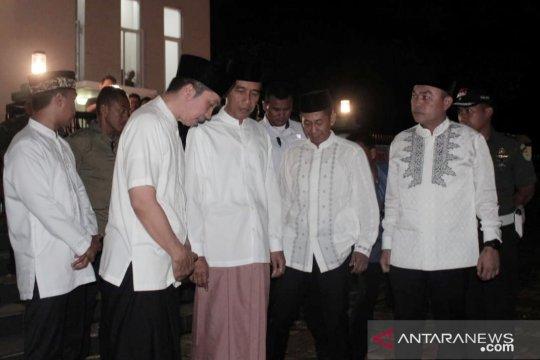 Usai tarawih perdana, Jokowi bahas rencana LRT masuk Kota Bogor