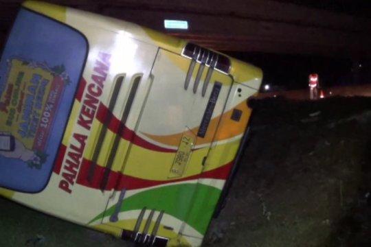 Seorang tewas akibat kecelakaan bus dan truk di tol Ngawi