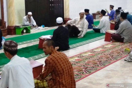 Warga muslim Biak berdoa bersama menyambut puasa Ramadhan