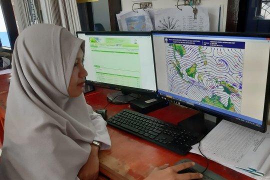 BMKG ingatkan potensi gelombang tinggi di perairan NTT