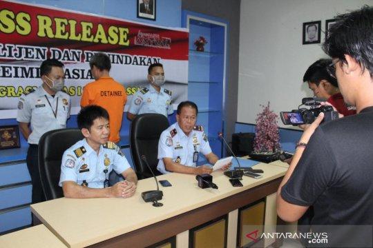 Imigrasi Makassar Deportasi satu WNA China
