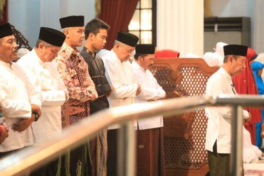 Gubernur Jateng tarawih keliling bersama Kapolda dan Pangdam