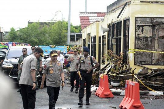 Kapolri tinjau Mapolres Lampung Selatan yang ludes terbakar